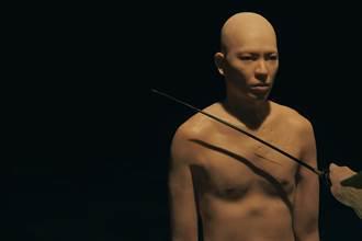 蕭敬騰裸身獻「第一次」 公開脫衣突破出道尺度