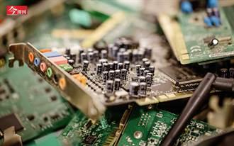奇美9年後重返電子榮耀 一塊廢塑膠 奪下PC大廠第一階供應商