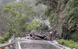 豪雨致南橫坍方 台東海端鄉霧鹿國小逾半數教師無法返校