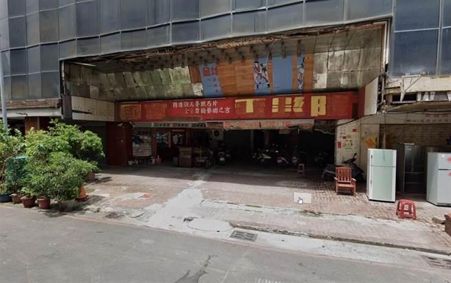 「城中城大樓」門口仍可見過去輝煌時期的影子。(取自GoogleMap/袁庭堯高雄傳真)