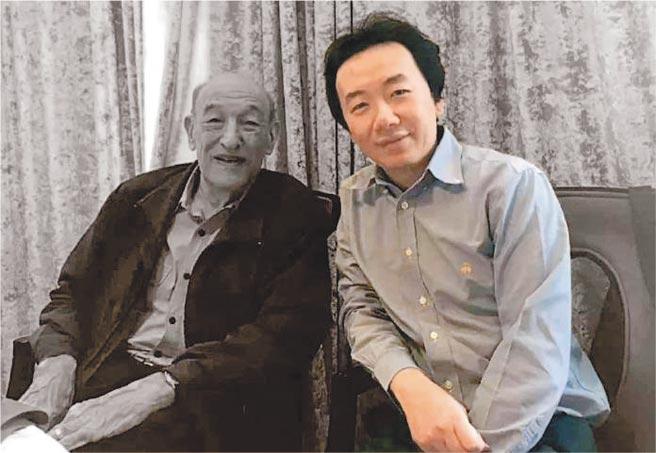 兔主席真名任意(右),是已故改革派政治家、廣東省委第一書記任仲夷的孫子。任意在2019反送中期間,曾發表一系列關於香港問題的文章,引發陸港網友關注。(取自兔主席微信公眾號)