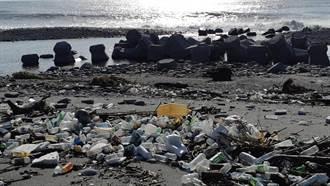 連4天豪雨 台東海灘驚見寶特瓶蔓延500公尺