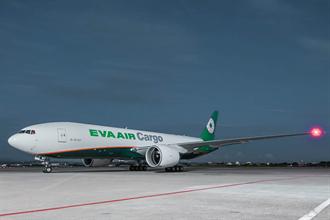 助攻貨運市場 長榮航空第6架777F貨機抵台