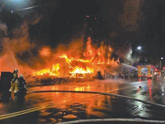 居民淒厲求援 親友哭喊救人 高雄城中城惡火奪46命