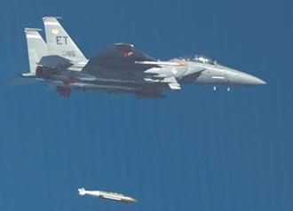 美軍測試新炸彈 劍指北韓伊朗核設施