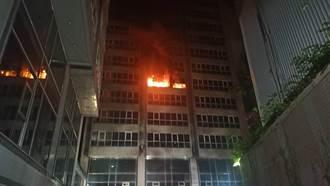 汐止經緯中心大樓凌晨火災 6樓半導體公司倉庫遭燒毀