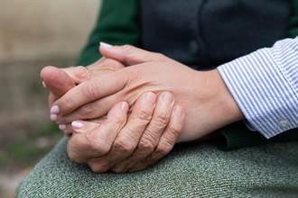 失智長輩發生緊急狀況如何處理?移工雇主應制定「緊急應變SOP」