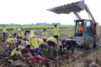 雪白蓮藕粉得來不易 南大附小學生到「蓮鄉」探索體驗