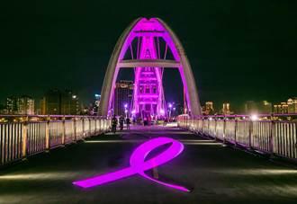 雅詩蘭黛集團為乳癌防治點燈 照亮新月橋