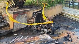 金門空大發生火燒車 燒毀廢棄機車1輛