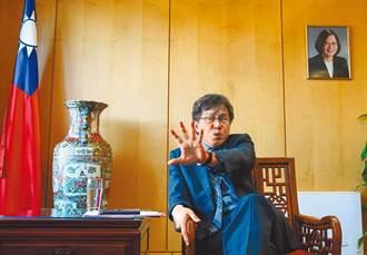 謝志偉稱「一邊舉國旗一邊吐血」 傳外交部拒絕立院返台備詢要求