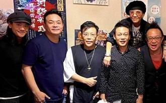 李康生自封「生火哥」想烤香腸 聽黃大煒彈唱祝壽超開心