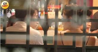 邱澤、許瑋甯慶功宴深情對望咬耳朵 私下甜蜜互動