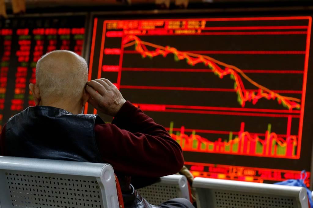 專家警告瘋狂印鈔及通貨膨脹將使股市陷入困境。(圖/路透社)