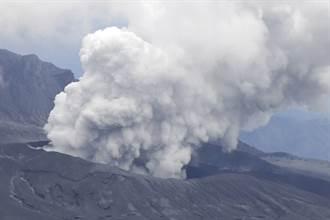 日本熊本縣阿蘇火山噴發 煙灰衝高3.5公里