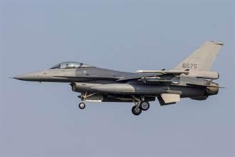 砲彈品質差?空軍F-16V戰機機砲射擊 機身遭彈片擦傷受損