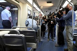 搭上地獄列車 女子在火車上遭到強暴 乘客忙錄影無人相助