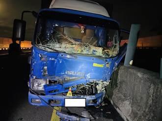國3南下屏東端2小貨車超載追撞 釀7傷、1人顱內出血