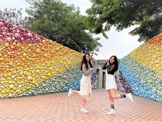 陶博館成網美打卡新熱點 2萬顆彩虹陶球組「許願糖果牆」