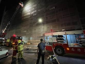 虛驚一場!莿桐農會公寓大樓8樓起火 雲梯車救出女屋主