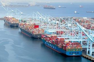 改24hr營運仍緩不濟急 洛杉磯港20萬個貨櫃 卡外海