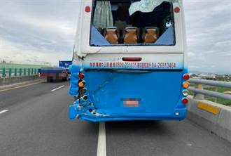 西濱快速道貨車追撞遊覽車 乘客「驚聲尖叫」 5人受傷送醫