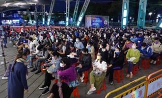用鏡頭看台灣》史上最大規模接種 花博增加夜間施打湧人潮