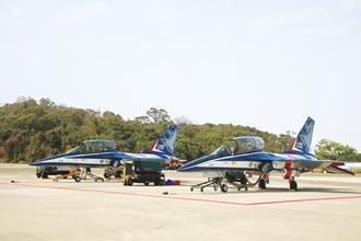 漢翔勇鷹號量產 年底前交機2架