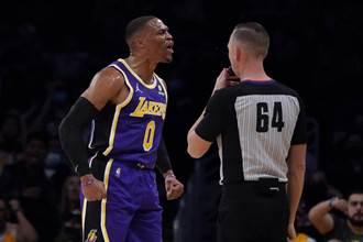 NBA》才打第2場!霍華跟一眉哥暫停爆發肢體衝突