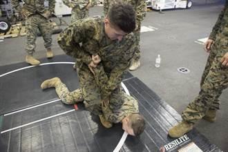 影》搶劫遇到陸戰隊退役士兵 衰賊遭暴打畫面曝光