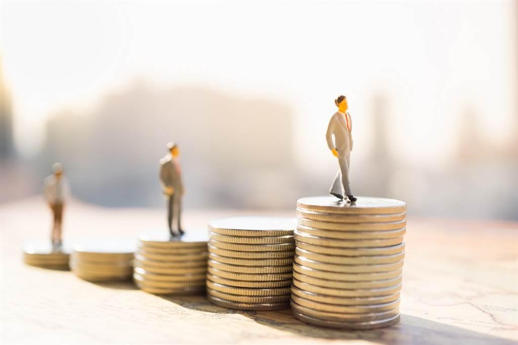 懶人理財!超夯「類全委保單」是小資族投資好幫手