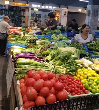 大陸蔬菜價格居高不下 網友戲稱:窮的只能吃肉了