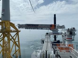 東方建設者與風機高空對接 海上人員可走路上工