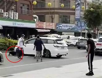 東港迎王碼頭爆鬥毆 民眾見他「開車來回輾人」驚恐報警