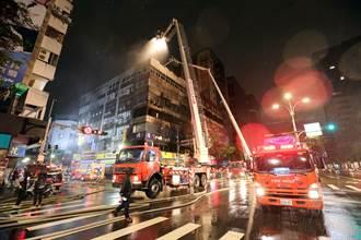 北市唐宮蒙古烤肉餐廳暗夜祝融 疑油煙管起火竄燒頂樓