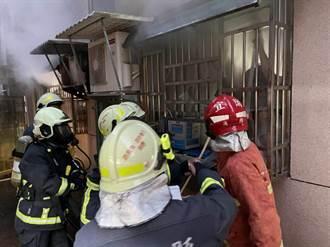 礁溪公寓清晨傳火警 消防員破壞1樓鐵窗救出 4人