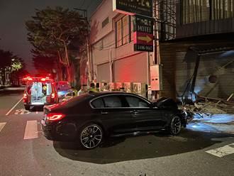 酒駕開BMW撞警車再撞餐廳 安全氣囊全爆開 男氣胸進加護病房