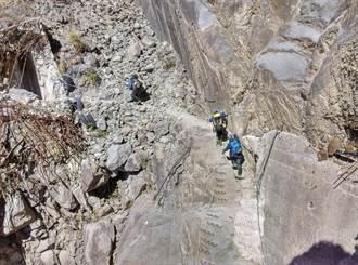 眠月線傳登山客失足摔落6米深山谷 意識清楚、右手疑骨折