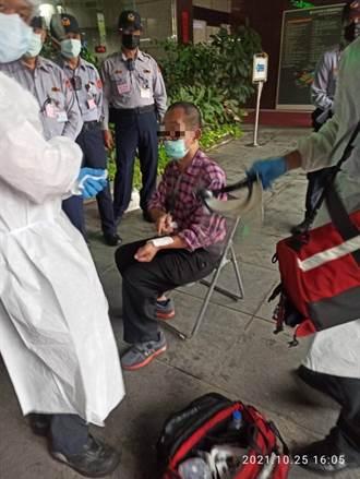 赴北市府陳情未獲關注 68歲男子失控亮刀遭送醫