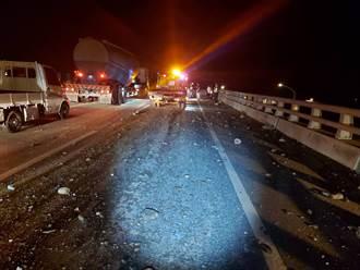 台61砂石車掉落砂石害2車爆胎追撞 1騎士滑倒