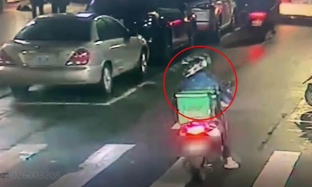外送員險擦撞BMW下意識一舉動 竟慘遭逼車狂毆