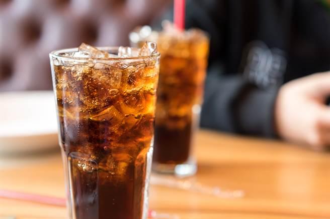 在餐厅点饮料千万别加冰块 专家曝超噁画面 网全吐了