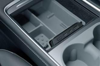 Model 3 新版中控必備 Jowua LED Hub 多孔擴增有快充